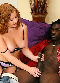 Рыжая занимается сексом с темнокожим - фото #