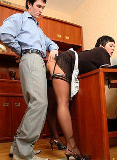 Трахнул молодую уборщицу - фото #