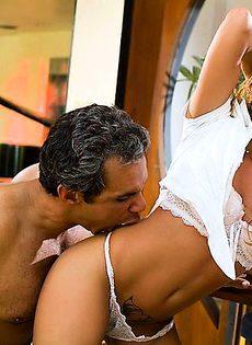 Седой мужик поимел секси - фото #