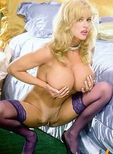 Пушистая блондинка без одежды - фото #