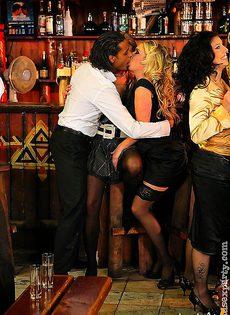 Вечеринка на барной стойки - фото #