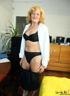 Безумная секретарша на своей работе - фото #