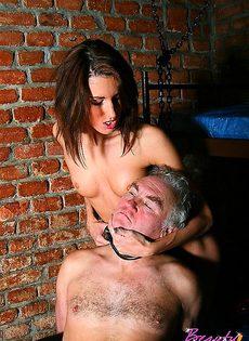 Завела личного раба - фото #