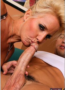 Блондинка поработала с парнем - фото #