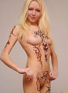 Все тело изрисовано граффити - фото #