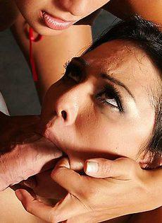 Издевательства над красивой девушкой - фото #
