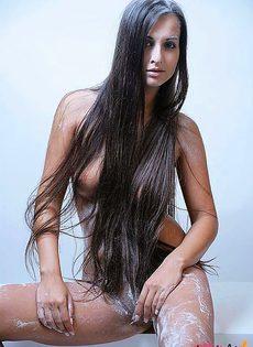 Голая девушка с очень красивой фигурой тела - фото #3