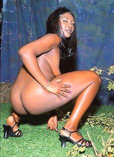 В кустах нашла дикого негра - фото #