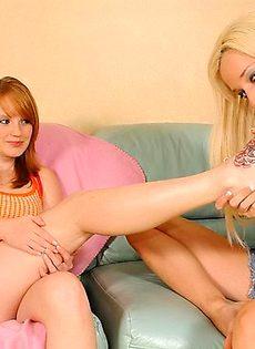Девочки развлекаются в своё удовольствие - фото #