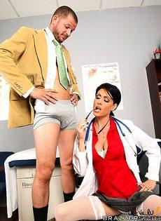 Потребовалось срочное вмешательство доктора - фото #
