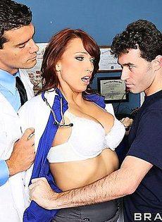 Главный врач вызвал подчиненную - фото #