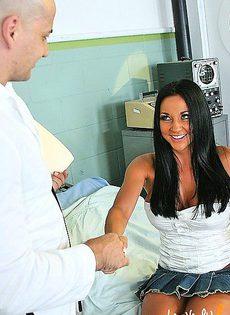 Показала врачу, какие ей нравятся - фото #