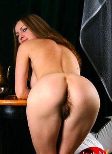 Молодая девушка с очень волосатой пиздой - фото #