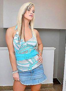 Возбуждающие сиськи блондинки - фото #