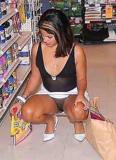 Засветила свою пизду в магазине - фото #