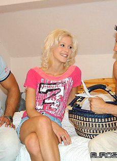 Уболтал блондинку на групповой секс - фото #