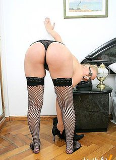 Репетитор в женском теле с мужским достоинством - фото #