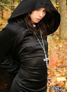 Сектантка с красивой фигурой - фото #