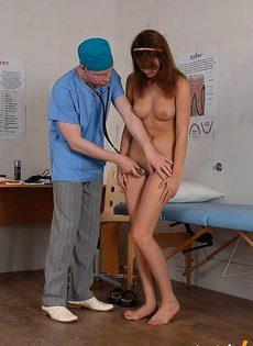 Доктор измерила температуру пизды - фото #
