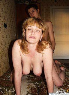 Взрослая тетка соблазнила парня заняться сексом - фото #