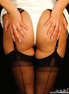 Очаровательный голый доктор - фото #