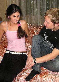 Шепнул девушке на ушко, что хочет её трахнуть - фото #