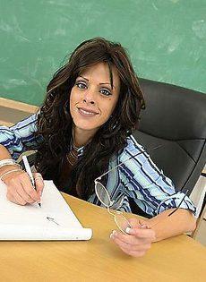 Трахнул преподавателя на пересдаче экзамена - фото #