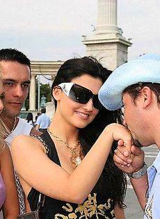 Туристы познакомились с местным шлюхами - фото #