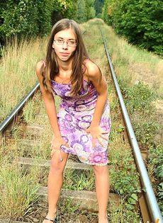 Убежала от людей, что бы подрочить - фото #