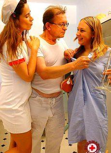 Больной пациент нассал в рот медсестре - фото #