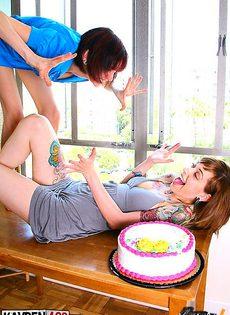 Пиздой в торт - фото #