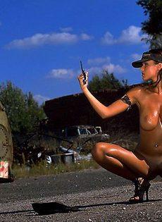 Тренировка голышом на закате с холодным оружием - фото #