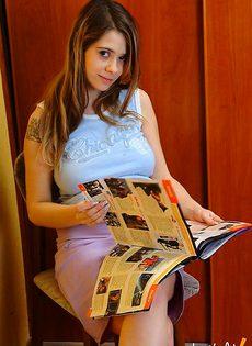 Беременная девушка устроила протест - фото #