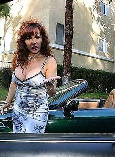 У женщины сломалась машина и она вызвала спасателей с длинными членами - фото #
