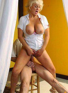 Медсестра смогла склонить больного пациента для занятия сексом - фото #