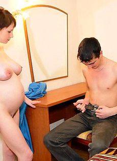 Беременная за оказанную помощь согласилась отсосать - фото #