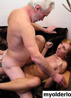 Старик занялся сексом со своей внучкой - фото #