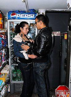 Трахнул девушку в магазине - фото #