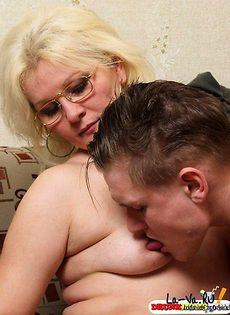 Пожилая женщина смогла насладиться молодым членом - фото #