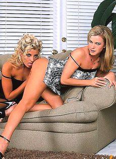 Лучшие сучки голливуда делают кунилингус друг другу - фото #