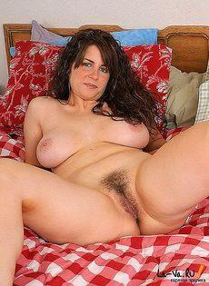Женщина любит смотреть на то как её вагина покрывается волосами - фото #