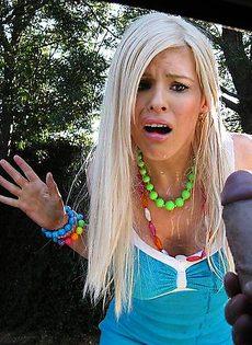 Блондинка ужаснулась от увиденного хера - фото #