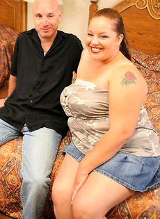 Сучка поиздевалась над мужиком и попросила трахнуть её в бездонную пизду - фото #