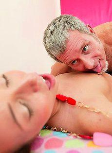 Провел по магазинам в замен страстного секса после - фото #