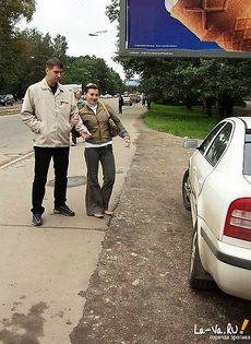 Парень снял шлюху на дороге и привез к себе домой - фото #