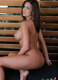 Голенькая красотка с сиськами - фото #