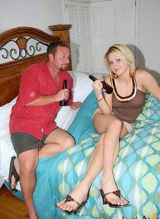 Мужик смог уломать бармена заняться сексом - фото #