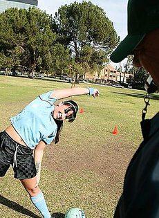 Тренер выебал спортсменку - фото #