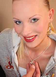 Кончил на вагину стройной блондинки - фото #