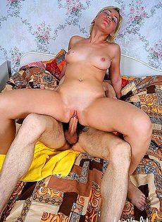 Жена исполняет свой женский долг - фото #